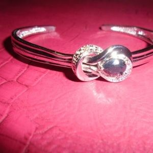 Jewelry - GLITTER WITH YOUR SILVER-PLATED BRACELET